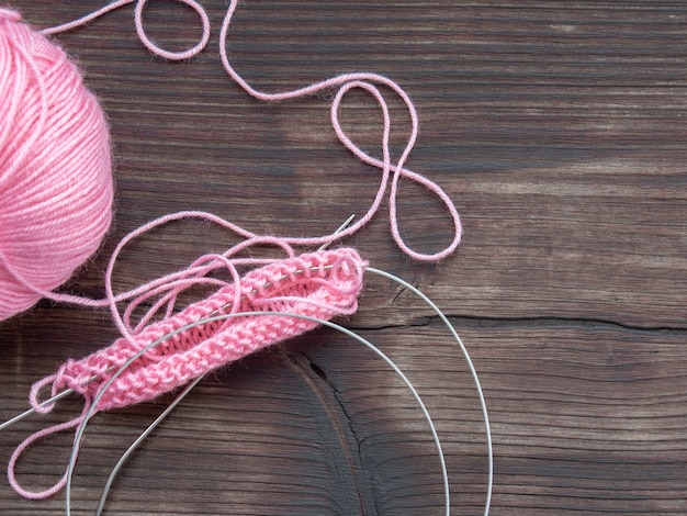 Tricot, fil, couleur rose, fait main