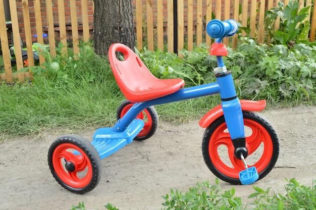 Tricycle enfants vélo vélo bleu et rouge