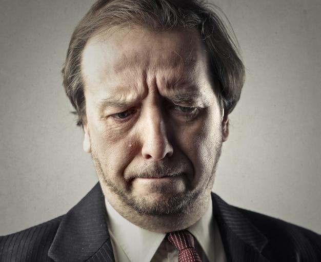Triste homme d'affaires malheureux