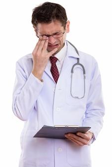 Triste, jeune médecin, pleurer, quoique, tenue, presse-papiers