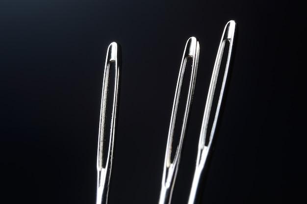 Trois aiguilles à coudre sans fil
