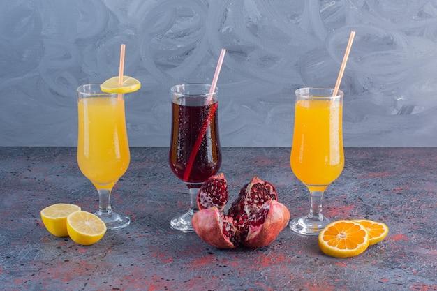 Trois cocktails parfaits cool et délicieux