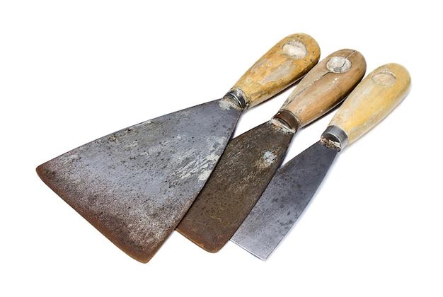 Trois couteau à mastic minable sur fond blanc