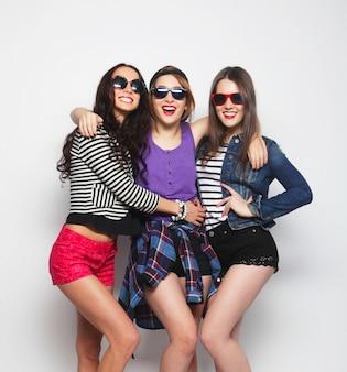 Trois filles élégantes hipster sexy meilleures amies
