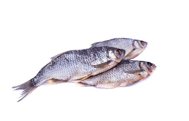 Trois gardons de poisson séché salé