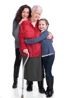 Trois générations de femmes sur fond blanc