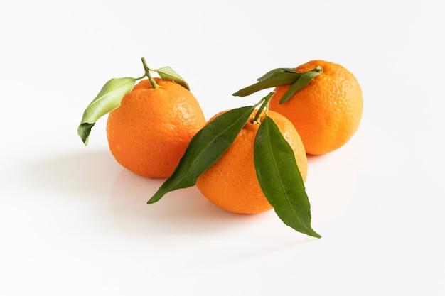 Trois mandarines ou mandarines