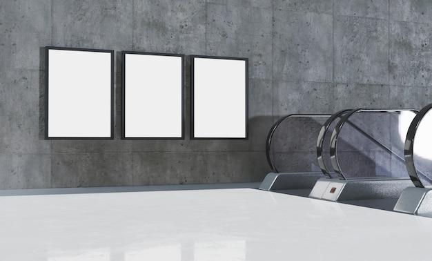 Trois maquettes de panneaux d'affichage verticaux à côté d'escaliers roulants dans une station de métro avec sol en marbre