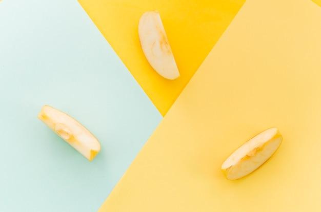Trois Morceaux De Pomme Croquants Photo gratuit