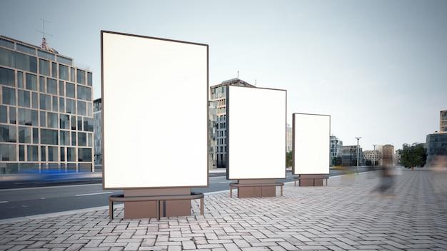 Trois panneaux d'affichage
