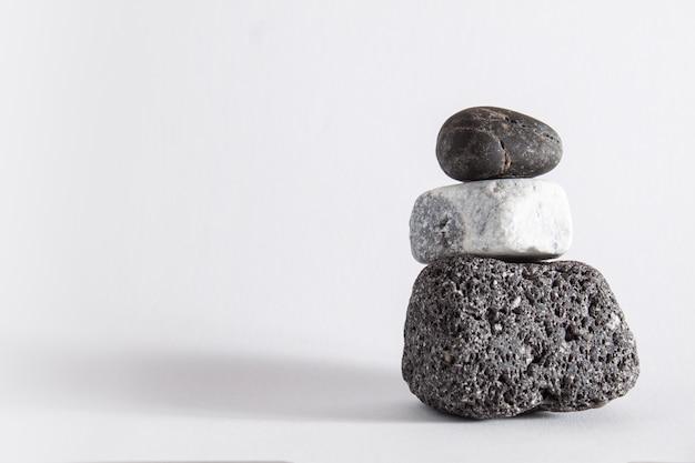 Trois roches en parfait équilibre