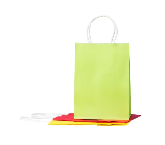 Trois sacs de papier de couleur, isolés sur blanc
