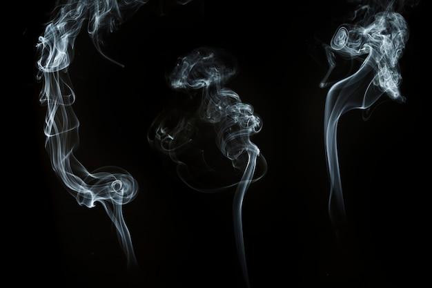 Trois silhouettes de fumée