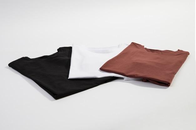 Trois t-shirts