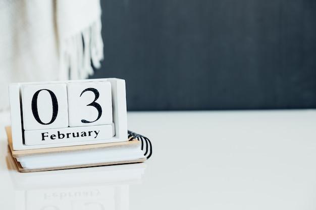 Troisième jour du calendrier du mois d'hiver février avec espace de copie.