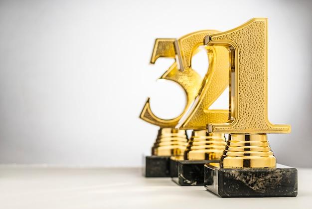 Trophées vainqueurs des premier, deuxième et troisième rangs