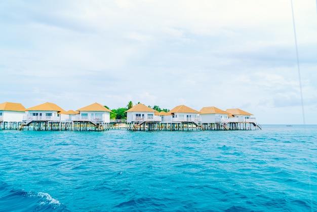 Tropical maldives resort hotel et île avec plage et beau ciel