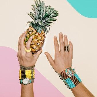 Tropiques d'ananas. bijoux de mode. tendance couleurs pastel.