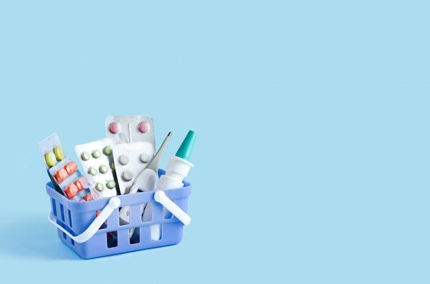 Trousse de premiers soins à domicile contre le rhume, les maladies, les virus et les épidémies.