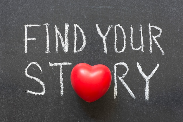 Trouvez votre phrase d'histoire écrite à la main sur un tableau avec le symbole du cœur au lieu de o