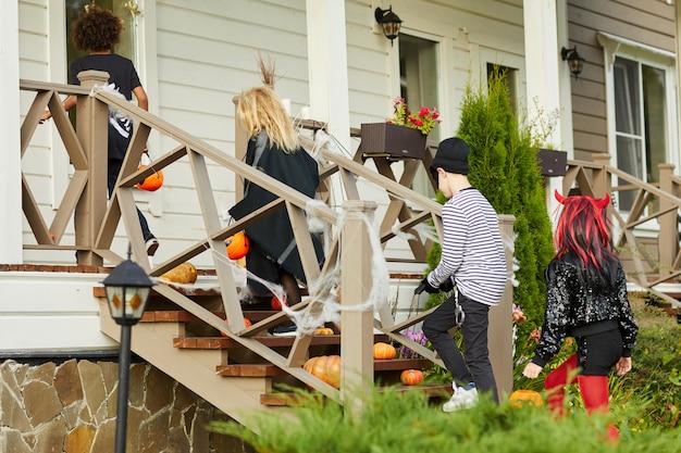 Truc des enfants ou traitement à l'halloween