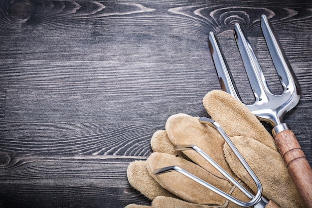 Truelle de jardinage fourche râteau gants de travail en cuir concept agricole.