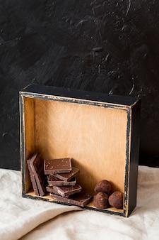 Truffes au chocolat et tablettes de chocolat