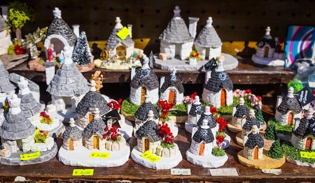 Les trulli di alberobello est le monument le plus célèbre de la région des pouilles, au sud de l'italie