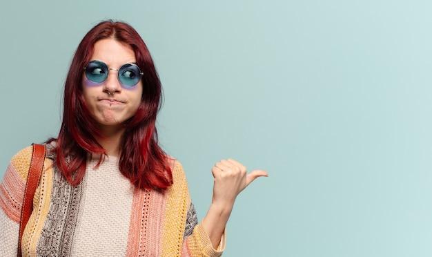 Tty étudiante hippie avec un espace de copie