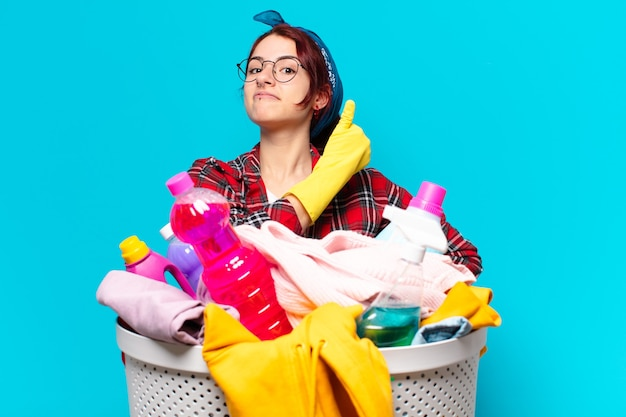Tty fille femme de ménage laver les vêtements