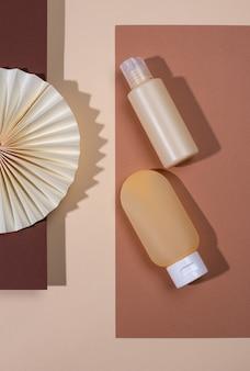 Tube cosmétique vide avec décoration en papier de couleur beige