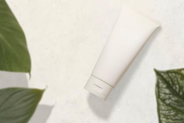 Tube de crème visage blanc, produit de beauté sans étiquette