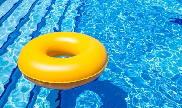 Tube intérieur de piscine
