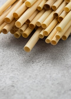 Tubes en bambou pour boire en hauteur