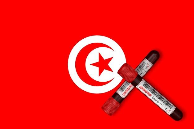 Tubes à essai avec l'inscription 2019-ncov sur le fond du drapeau tunisien. rendu 3d