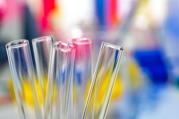 Tubes à essai de laboratoire de chimie scientifique