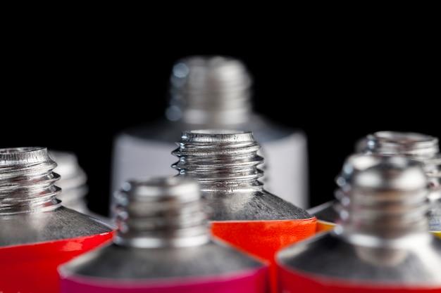 Tubes de peinture acrylique pour peindre des images, peintures acryliques pour le dessin créatif, le processus créatif de dessin à l'aide de peinture acrylique