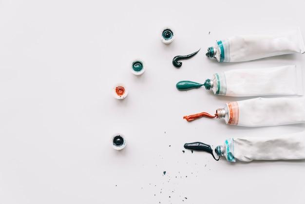 Tubes de peinture et fond