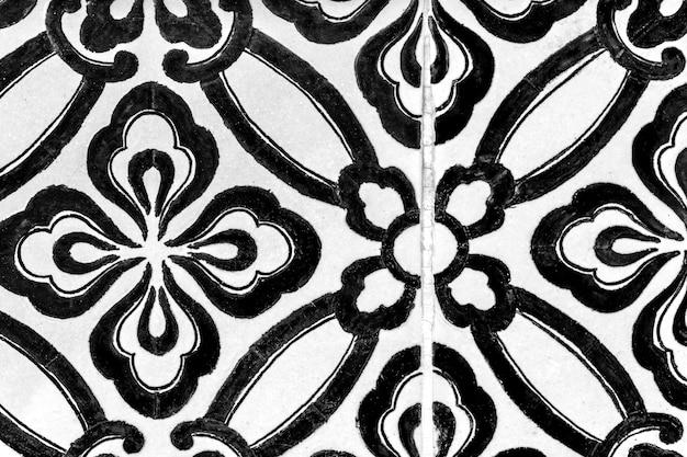 Tuiles florales noires