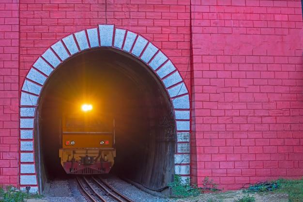 Tunnel du train de khun tan thaïlande