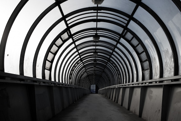 Tunnel vide, passage pour piétons, un concept d'architecture urbaine