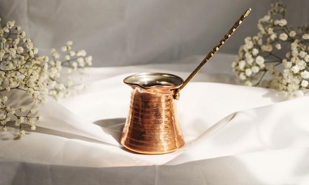 Turc café traditionnel. délicieux café du matin revigorant.