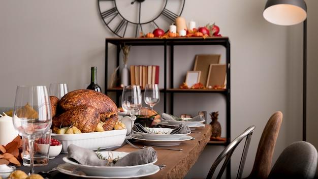 Turquie préparée pour le jour de thanksgiving