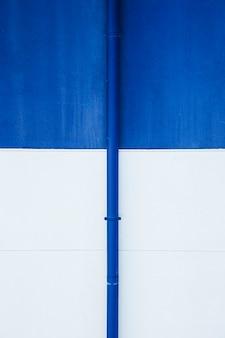 Tuyau contre mur