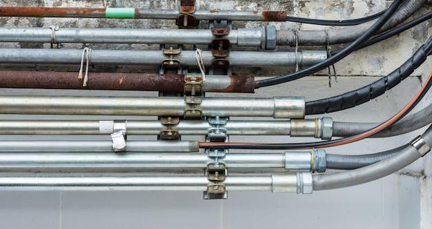 Tuyau métallique pour fil électrique