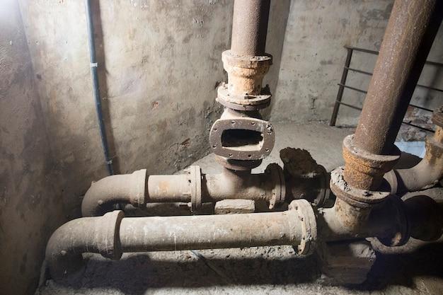 Tuyaux de l'ancien château d'eau