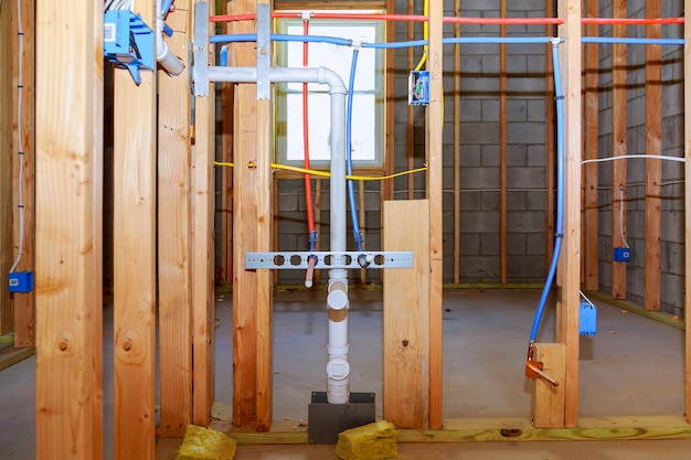 Tuyaux de construction de maisons neuves et électriques