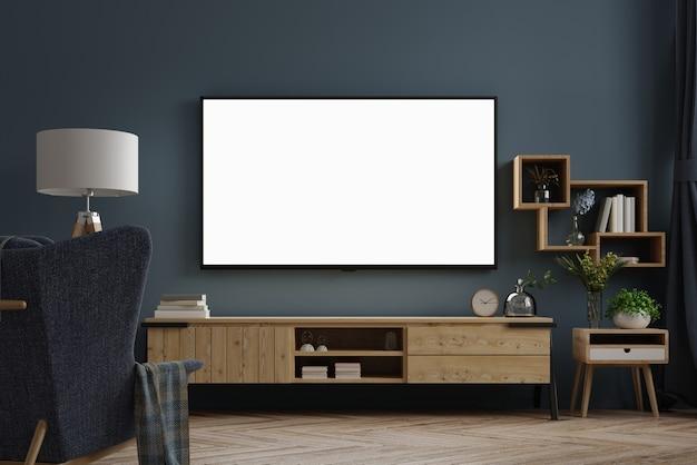 Tv sur meuble dans une salle vide moderne la nuit avec derrière le mur bleu foncé.