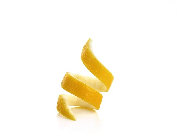 Twist de citron frais isolé