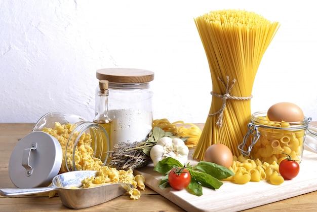 Types de pâtes italiennes avec des ingrédients